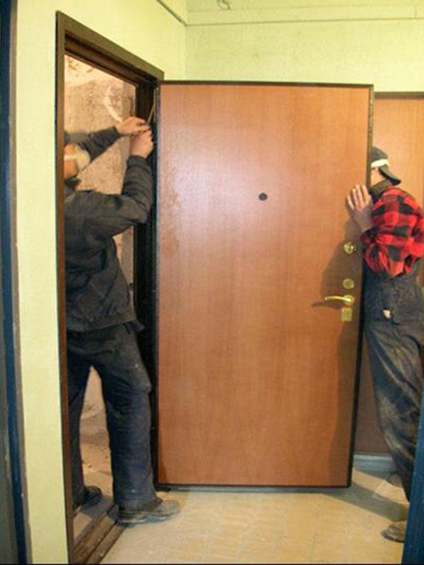Входная дверь плохо закрывается в чем причина